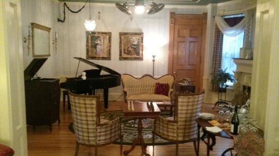 The Wallingford Victorian Inn: The View of the Music Room