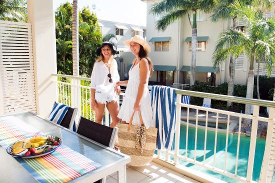 Colonial Resort: Enjoying the pool view balcony