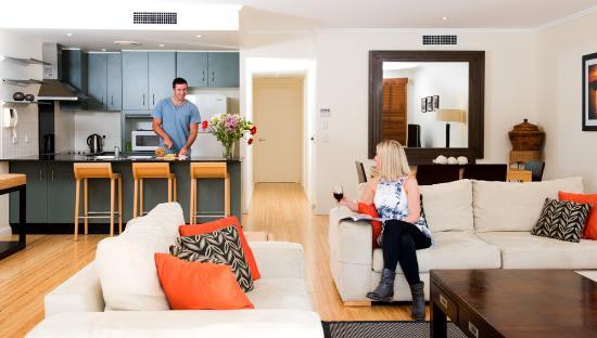 Colonial Resort: Large open 2 bedroom 2 bathroom pool apartments