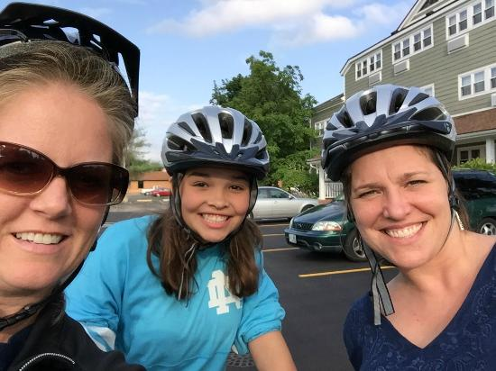 Ivy Court Inn & Suites: Off to explore ND on hotel bikes!