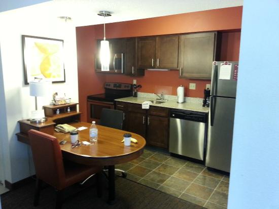 Sonesta ES Suites Ann Arbor : Kitchen area.