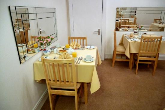 Adam Guest House : Breakfast area for guests.
