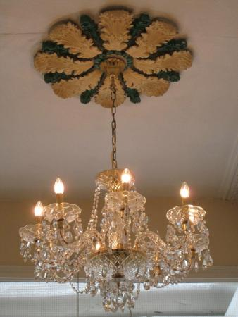 Fitzwilliam Townhouse: Chandelier in Lobby