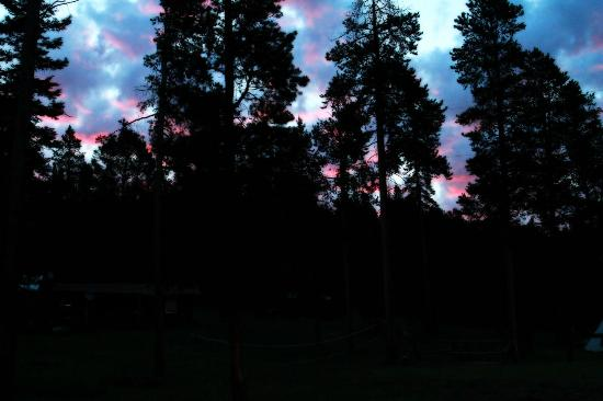Crevice Mountain Lodge: Sunrise sets the clouds on fire