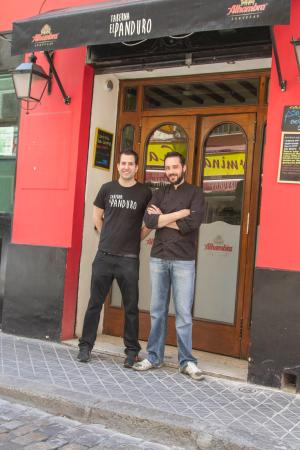 ¿PANDUREAMOS? Jorge(Jefe de Cocina) y Pedro(Jefe de Sala)