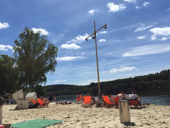 Uferlos Mohnesee: Tolle Strandbar mit traumhaftem Ausblick und chilligem Sound