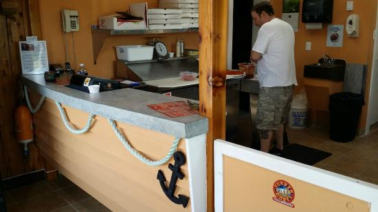 Sunken Dorey Pizza: Patrons view of the front counter