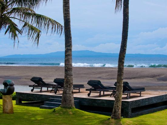 Villa Ylang Ylang: The Ylang Ylang - beach with nusa pineda in the distance