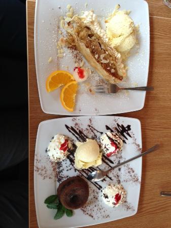 Monkeys Nudels Bar e.K.: Apfelstrudel/ Schokoladensoufflé mit vanilleeis