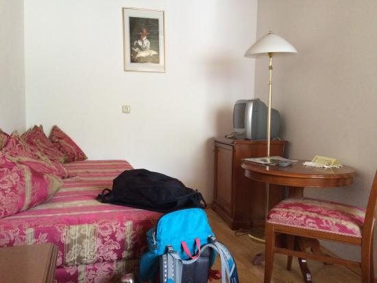 Hotel Stadt Salzburg: Room on second floor