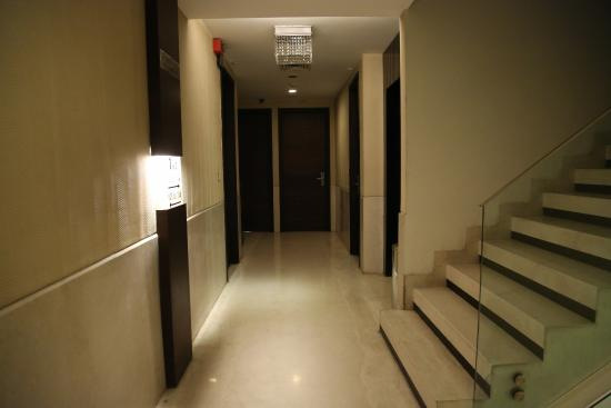 The Nanee Suites: Corridor