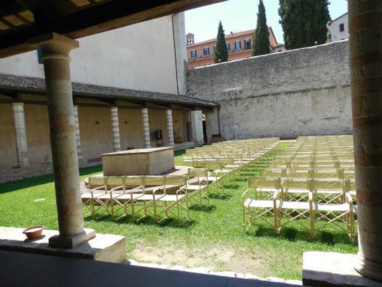 สโปลโต, อิตาลี: Chiostro di San Nicolò - foto 05