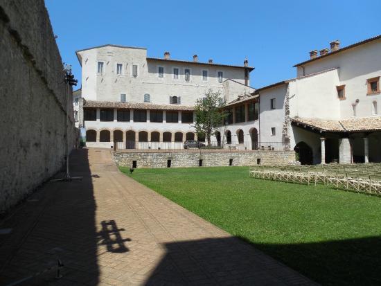 สโปลโต, อิตาลี: Chiostro di San Nicolò - foto 01