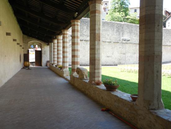 Spoleto, Italia: Chiostro di San Nicolò - foto 07