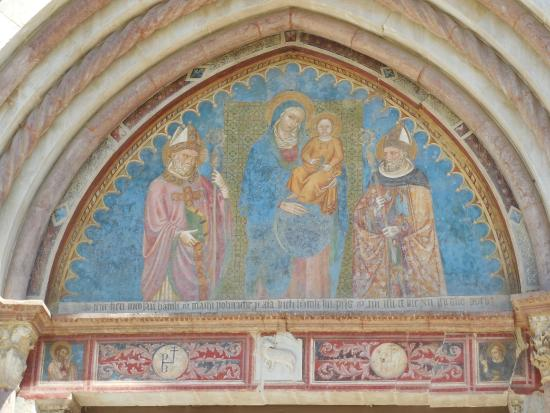 Spoleto, Italia: Ex Chiesa di San Nicolò - dipinto su facciata esterna