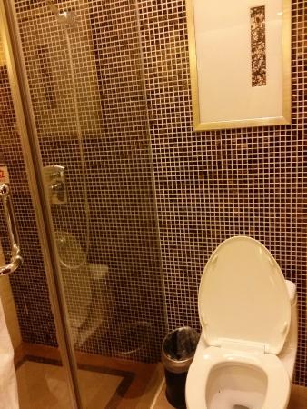 Yingxiang Jinjiang International Hotel: Choice of Rain Shower or hand held shower