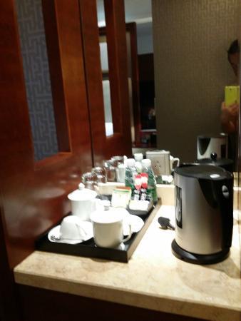 Yingxiang Jinjiang International Hotel: Mini Bar and Hote Beverage Counter