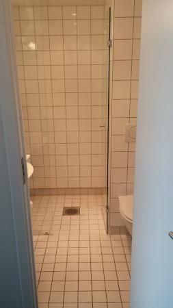 P-Hotels Brattora: Bathroom entrance