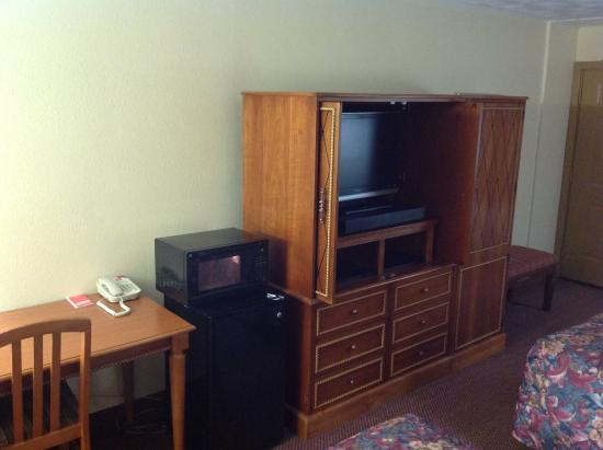 Econo Lodge : Nice TV cabinet