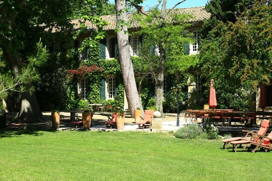 Domaine de Rhodes: Jardin et mas