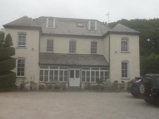 Friary Manor Hotel: Front view of hotel