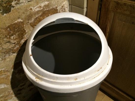 Cavagnac, Francia: La poubelle, sale