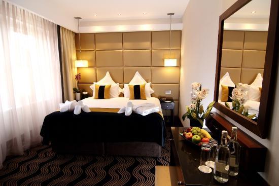 Photo of Shaftesbury Hotel London