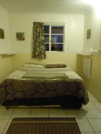 Valley View Backpackers: Double bed