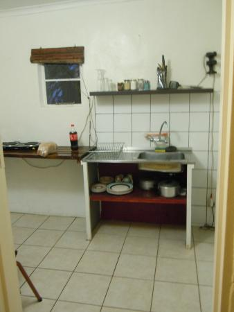 Valley View Backpackers: kitchen