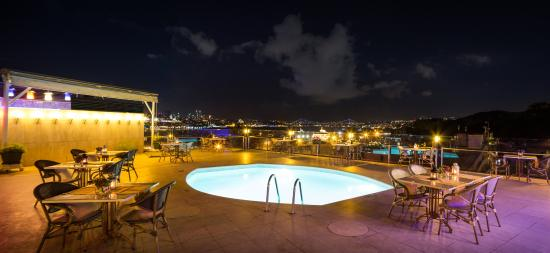 Orka Royal Hotel: Restaurant & Bar on Terrace with Bosphorus View