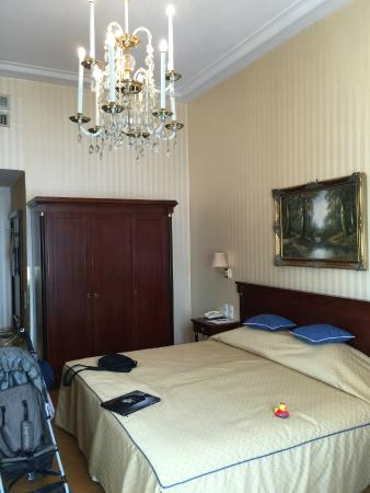 Hotel Ambassador: Room