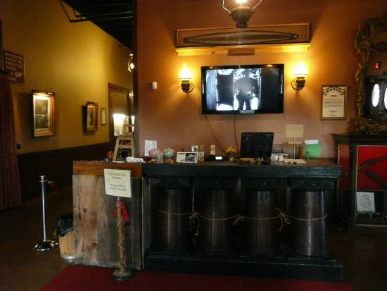 Rawhide Steakhouse & Saloon: Nobody there...
