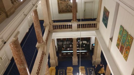 Hotel Ambassador: Hotel Hall