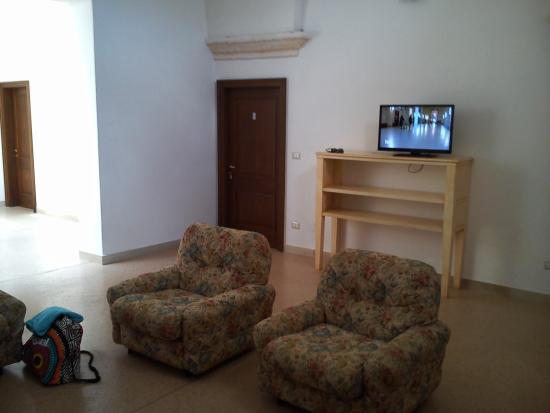Ampia zona living con cucina - Picture of Casino Raho, Nardo ...