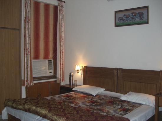 Sargam Residency: Bedroom