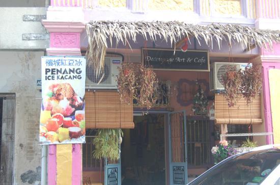 Decoupage Art Cafe & Homestay