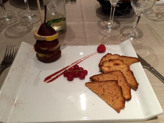 Mille feuille de foie gras et de poire poch e au vin avec for Alcool de poire maison
