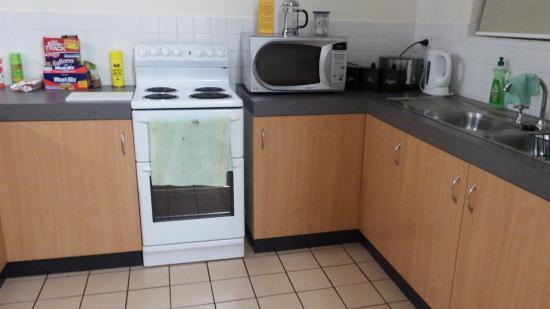 Parap Village Apartments : Kitchen