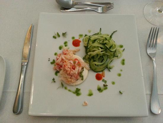 Restaurant Gorvell: Starter King Crab with cucumber and garlic dressing