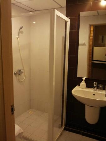 The Cottage Suvarnabhumi: Bathroom