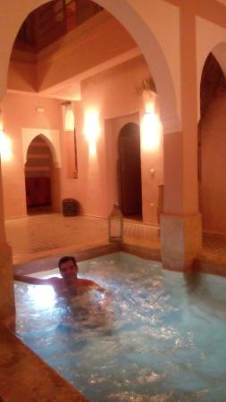 Riad Tahani: Piscina (abierta de noche, si no molestas)