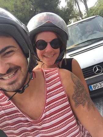 BERIDER Rent & Roll: On the white Berider vespa in Valencia