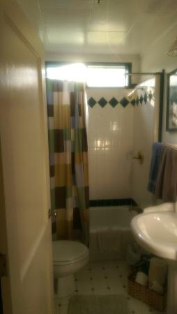 Comfi Cottages of Flagstaff: This location is wonderful!!  Two bedrooms, one full bath, full laundry, complete kitchen, pull