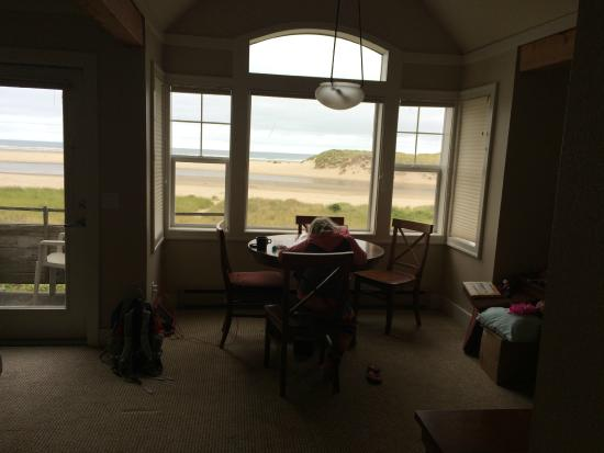 View From White Herron Lodge At The Waves Cannon Beach
