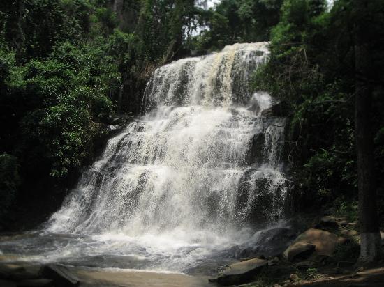 Kintampo, גאנה: 立派な滝