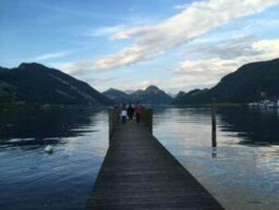 Alpnachstad, Suiza: View of Lake Lucern - a short walk from the hotel