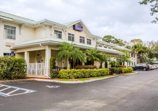 Port Saint Lucie, FL: Front of Hotel