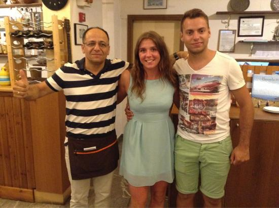 Mam's House Restaurant : Naomi with Nikos and his son! What a place! Yamas!