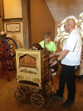 Music House Museum: Hands on organ grinding!