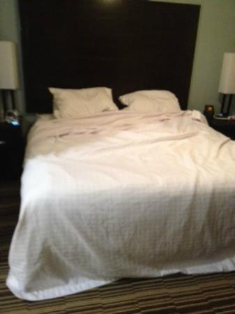 Homewood Suites by Hilton Cedar Rapids North : And again they dont make the beds